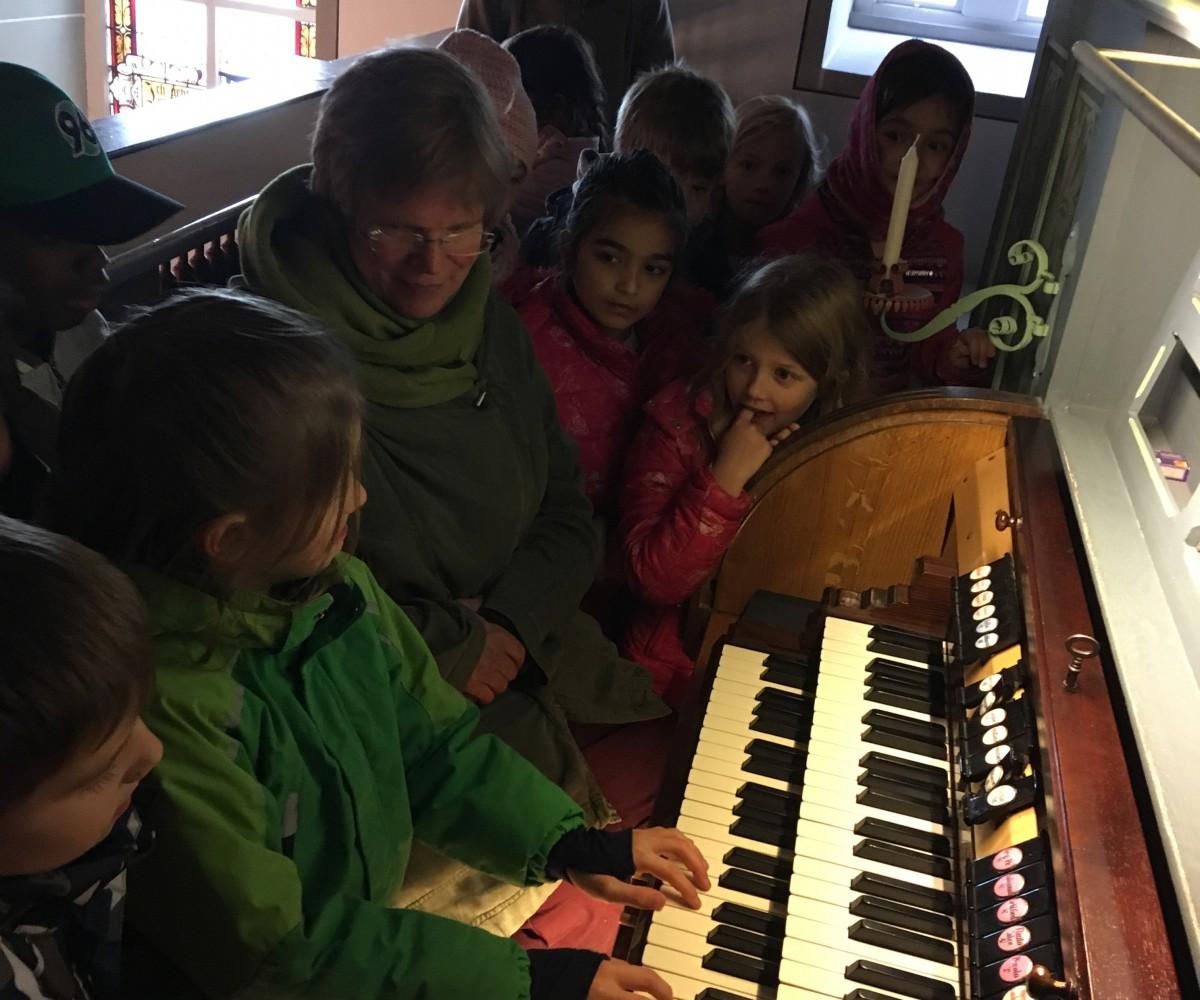 Amelie-an-der-Orgel